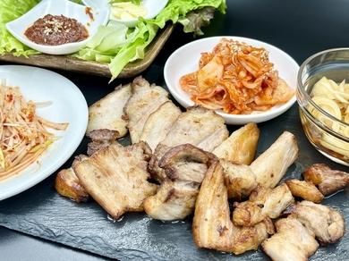 牛・豚・鶏コンプリートの贅沢な一皿『豪華お肉3種盛り』
