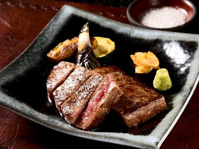 和牛A5ランクの赤身肉! 旨みのある脂もさっぱりいただける『前沢産 牛モモステーキ』100g~