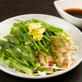 じっくり時間をかけてつくられるガラスープ。塩ベースですっきりした味わいに仕上げられた『鶏スープ』