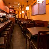 ゆっくりと食事やアルコールを堪能できる、居心地の良い場所