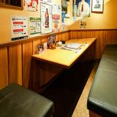 気軽に盛り上がれる、ベンチシートのテーブル席