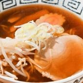 京都出身のマスターが再現する、鶏ガラだしのあっさり風味が魅力の『京風しょうゆラーメン』