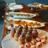 プレミアムな会食にふさわしい、シックな個室席