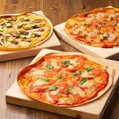 焼きたて熱々が大好評な『ピザ』は、他の料理と一緒にたくさん食べられるよう薄めに焼き上げているのだそう