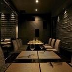 周りを気にせずプライベートな空間でお食事を愉しんでいただけるよう、個室も完備しております。2名様~最大12名様までご利用可能です。また20名様~最大30名様で貸切も承っております。