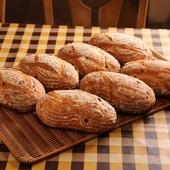 噛めば噛むほどうまみ溢れる『玉ねぎとオリーブのパン』