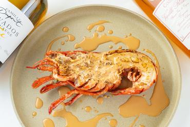 シンプルな調理で、食材の持ち味を引き出した『オマール海老のロティ そのソース』