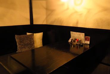 和やかで落ち着いた雰囲気の店内は、接待や商談などの会食に最適