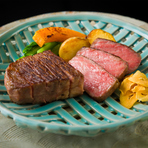 オリジナルの低温調理「ローズ焼き」で、A5・B5ランクのみで構成された最高の仙台牛だけが持つ旨みと風味を、柔らかな食感に閉じ込めています。絶妙な赤身と脂身のバランスで、ジューシーかつさっぱりした味わい。
