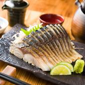 脂がしっかりとのった金華鯖を使用。新鮮な『金華〆鯖の炙り刺し』
