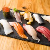 毎日仕入れた旬の食材で本格江戸前寿司が楽しめる、『握り盛り合わせ カツオ(10貫)』