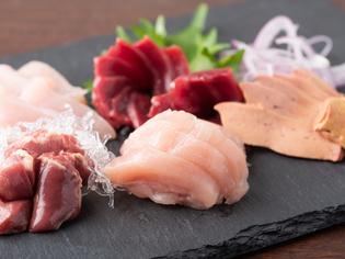 播州百日鶏の独特の歯応えと甘みをさまざまな部位の料理で堪能