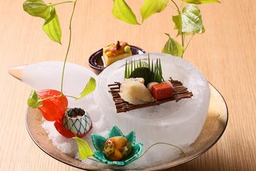 季節を盛込んだ一皿を五感で楽しめる『前菜』
