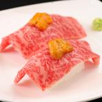 見事なサシの入った和牛と銀シャリのコラボレーションが肉の甘みを更に際立たせた『和牛握り』。舌の温度でまろやかにとろける極上な味わいに陶酔します。