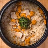 磯の香り漂い、雲丹の甘みが口いっぱいに広がる『雲丹の土鍋ご飯』