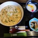 良質のたんぱく質をはじめカルシュウムや鉄分の量も多く、低カロリーで消化も良い。 蕎麦つゆと豆乳とのなめらかな味をお楽しみください。