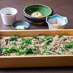 甘み、風味に優れた栃木のニラが入ったせいろ蕎麦。ニラのシャキシャキとした歯触りが蕎麦と良く合い、鮮やかな緑色が食欲をそそります。だしをきかせた辛めのつゆでいただく栃木のご当地料理です。
