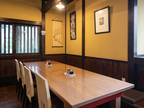 2名用~8名用まで人数に応じたテーブル席を完備