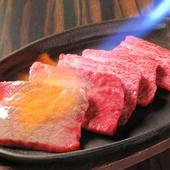 ゲストの目の前で炙るスタイルで、地元の美食「仙台牛」を堪能