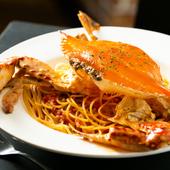 ディナー限定 インパクトあり! まるごとドーンと渡り蟹が乗った『渡り蟹のトマトクリームスパゲティー』