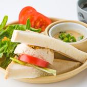 『精進ハムサンド』は瑞々しい野菜のシャキッとした食感がなによりのご馳走!スープもついた嬉しいセット