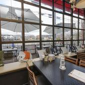 カフェ風のオシャレな内装も魅力。幅広いシーンに対応してくれる