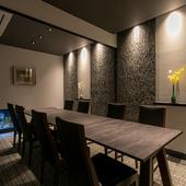 掘りごたつ式の個室は、6名様と4名様の2室を用意