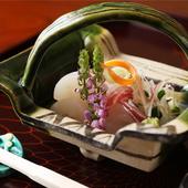 その季節にふさわしい食材を鍋にする『鍋物』