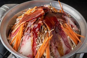 肉と八丁味噌が合わさった、濃厚な味わいがクセになる『ばんが鍋(二人前~)』