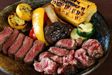 大地の恵みを一度に楽しめる『炭火野菜と宮崎牛2種盛り』