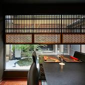 京の町屋をリノベーションした、風情溢れる空間で会食を楽しむ