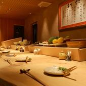 高級感あふれるカウンターテーブル。デートや会食におすすめ