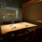 個室のテーブル席。大切な人や特別な日の会食にぴったり