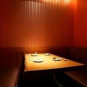 半個室のテーブル席。家族や友人との会食に