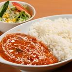 一人で訪れた時は、いつものナン+カレーではなく『カレーライス』を注文してみてはいかがでしょう。インドカレーをご飯と混ぜていただくことで、ナンとは違ったおいしさを楽しめます。