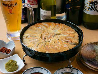博多伝統の味。名物『鉄なべ餃子』