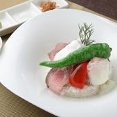 手間暇かけた逸品は、ランチタイムだけのお楽しみ『武州牛のローストビーフ丼』