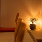 木の温もりと心地よい雰囲気に包まれるビル5階の隠れ家