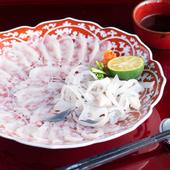心地よい空間とフグ料理に魅せられ、ゲストの笑顔が湛える
