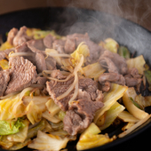 野菜や醤油、仔羊肉など、こだわりの上質な食材を仕入れ