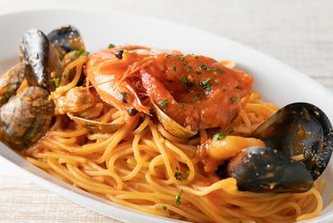 生パスタのモチモチ感と自家製トマトソースの相性が抜群『魚介たっぷりペスカトーレ』