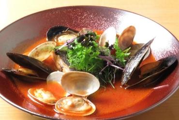 旬魚のおいしさを丸ごと味える『本日のお魚のトマトスープ仕立て』