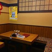 テーブル席。6名様以上のご利用で個室としてご利用可能。