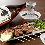 神奈川県内にも数カ所のみという指定農場で育てられた上質銘柄豚「やまゆり豚」を中心に、備長炭を使って焼きあげた「串焼き」です。炭火の風味が移ったおいしい串焼きは、シンプルに塩とレモンでどうぞ。