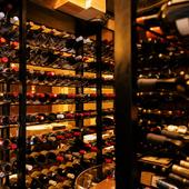 料理の美味しさを際立たせる、珠玉のフランスワインがずらり