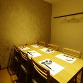 美味しい料理と酒が商談や会談の席で大切な一翼を担う
