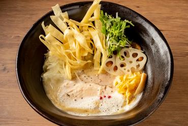 上品でクリーミーな濃厚鶏白湯のラーメン『鶏白湯 鶏Soba』
