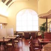 ホテルならではの非日常感溢れる空間で、素敵なディナーを