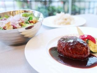 肉の味わいが際立つ、シェフオススメの『洋食屋のハンバーグ』
