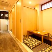 仕切り板と廊下側の扉をフレキシブルに組み合わせて個室にも